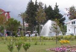 Фонтан в парке в центре Кемера