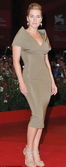 Кейт Уинслет в платье от Виктории Бэкхем на красной дорожке Венецианского кинофестиваля