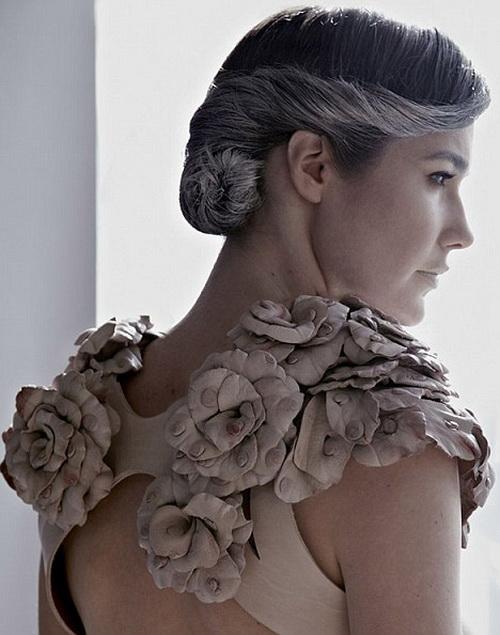 Модное платье от дизайнера Рейчел Фрейре - украшено элементами из коровьих сосков