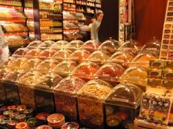 Специи и травы на Египетском базаре в Стамбуле