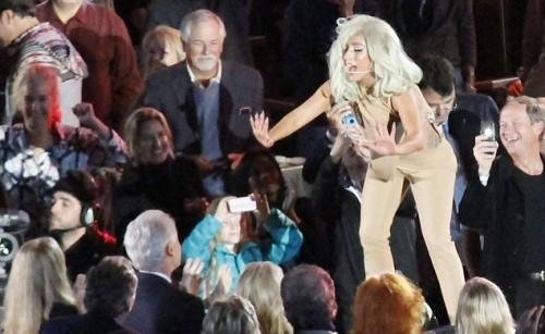 Леди Гага на концерте в честь 65-летия Билла Клинтона и 10-летия Фонда Клинтона