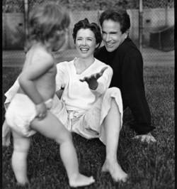 Аннет Бенинг стала мамой в 42 года