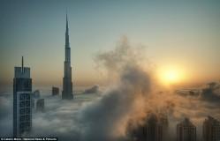 Фантастический вид Дубая, скрытого туманом