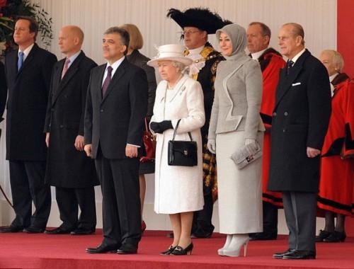 Президент Турции с женой на встрече с королевой Великобритании с супругом и другими официальными лицами