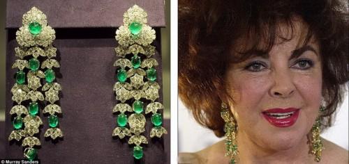 Элизабет Тейлор обожала изумруды, эти серьги они с Бартоном купили в Италии, а на фото актриса в 2007 году.