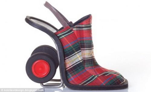 Туфли, похожие на сумку с колесиками