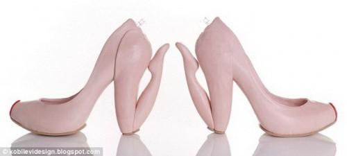 Туфли в виде стоящей на коленях, женщины