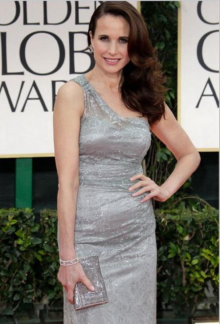 Энди МакДауэлл на церемонии Золотой Глобус в платье от David Meister