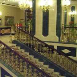 Club Hotel SERA - спуск в холл из ресторана
