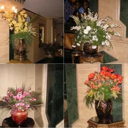 В отеле Sera очень много цветочных композиций