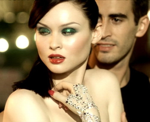 "Софи Эллис-Бекстор (Sophie Ellis-Bextor) кадр из клипа ""Murder on the Dance Floor"""