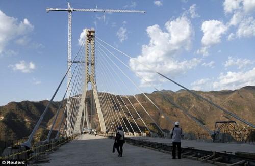 """Мост """"Еhe Baluarte Bicentennial Bridge"""" в Мексике - самый высокий мост в мире"""
