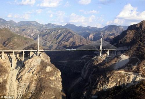 Самый высокий мост в мире построен в Мексике