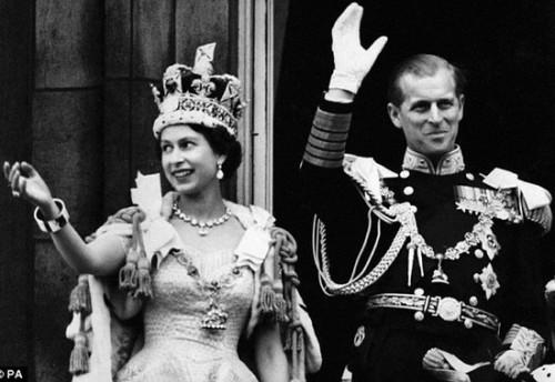 Королева Елизавета II с герцогом Эдинбургским в день коронации