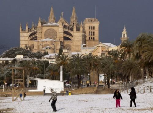 Пальма-де-Майорка - пляж в снегу