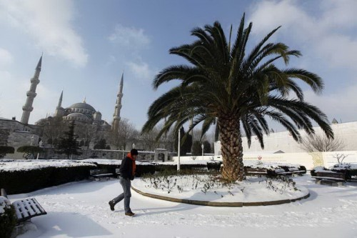 Стамбул - многие жители впервые увидели снег
