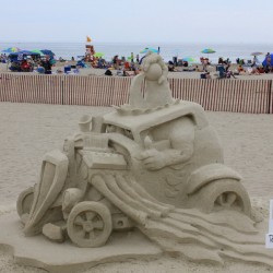 Лучшие фигуры из песка. Один из призеров