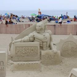Железный человек... из песка