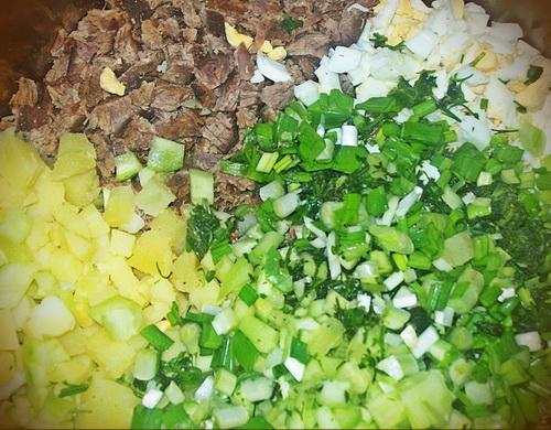 Окрошка - смесь ингредиентов для блюда.