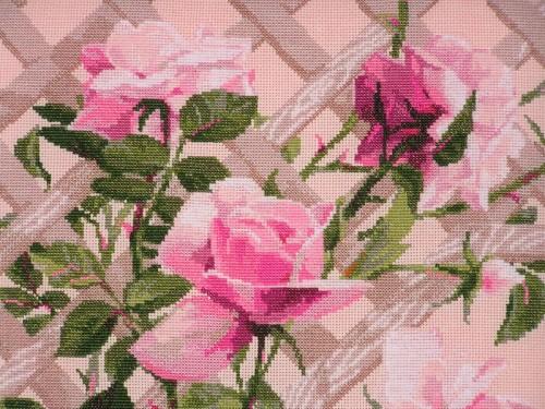Розы на штакетнике вышивка крестиком