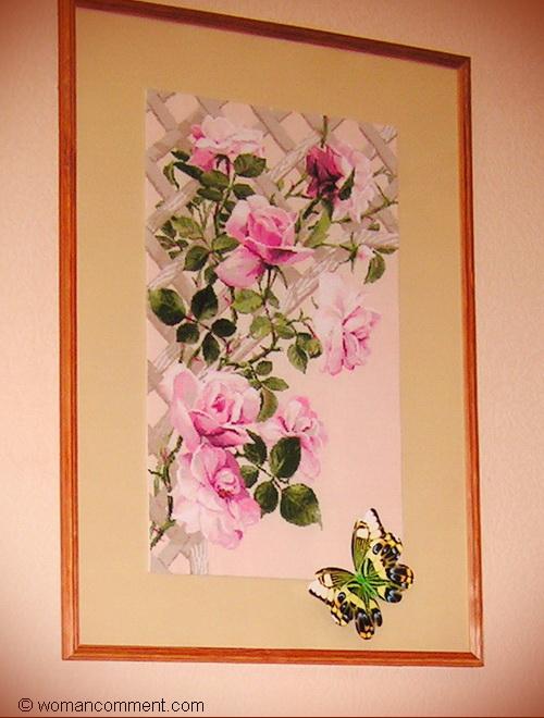 Розовые розы вышивка крестиком. Оформленная работа