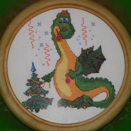 Новогодний дракон. Вышивка крестиком